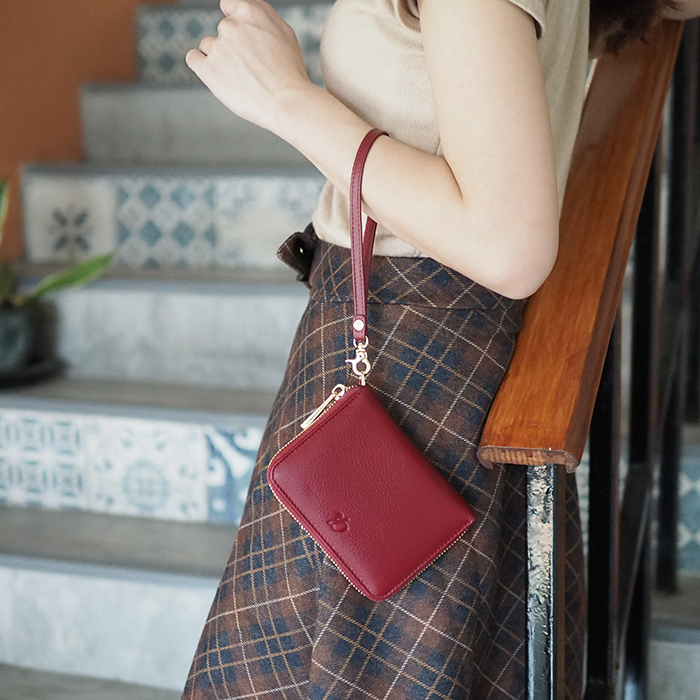 Classic charm-​Wine red