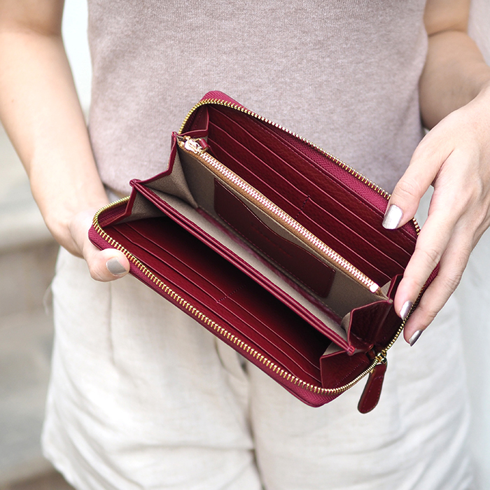 Classic wallet-​Wine red